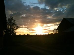 Fin solnedgång ute på landsbygden